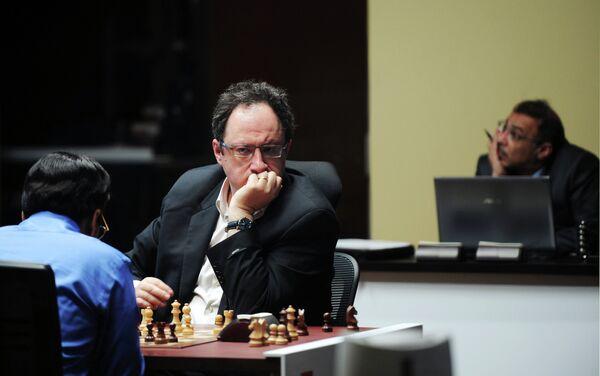 Вишванатан Ананд и Борис Гельфанд (слева направо)