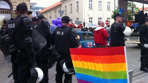 Столкновения на площади перед отелем Бристоль в Варшаве