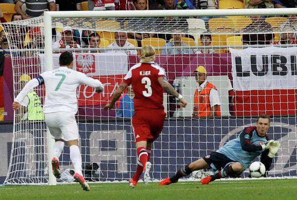 Игровой момент матча Дания - Португалия