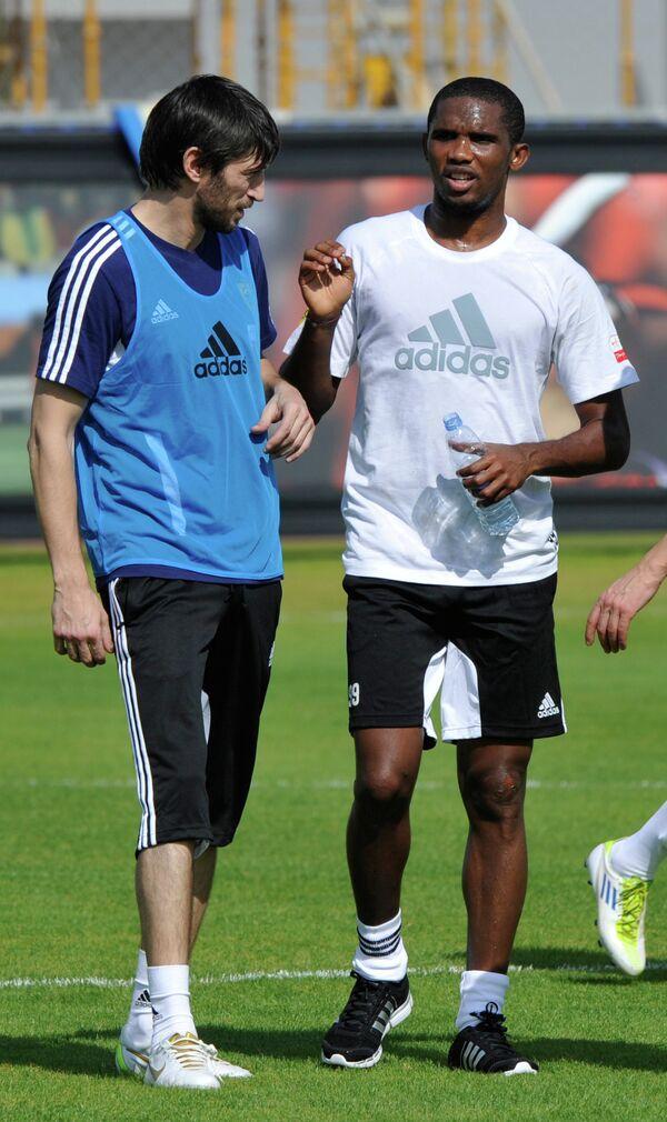 Самуэль Это'О и тренер Арсен Акаев (справа налево)