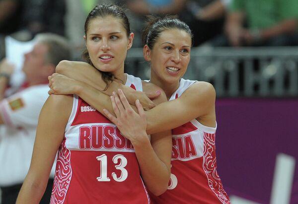 Анна Петракова и Евгения Белякова (слева направо)