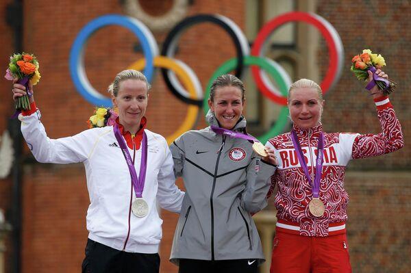 Юдит Арндт, Кристин Армстронг и Ольга Забелинская (слева направо)