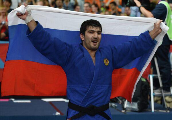 Россиянин Тагир Хайбулаев, занявший первое место в финальных соревнованиях по дзюдо среди мужчин в категории до 100 кг на Олимпийских играх 2012 года в Лондоне
