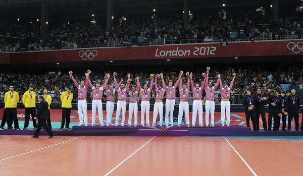 Сборная Бразилии, сборная России, и сборная Италии по волейболу (слева направо)