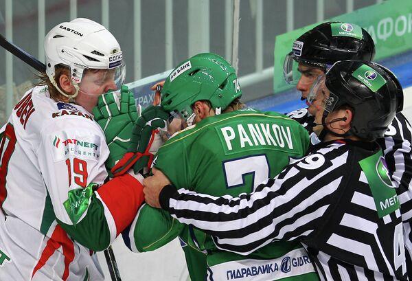 Игровой момент матча Салават Юлаев - Ак Барс