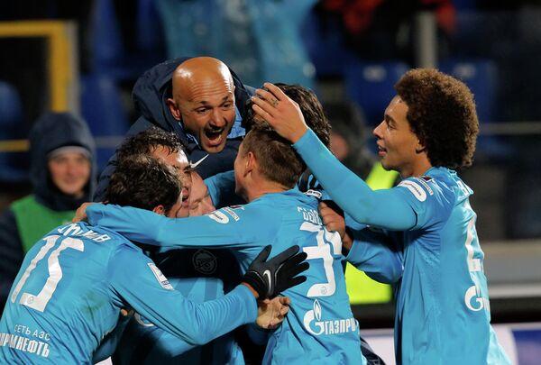 Лучано Спаллетти (в центре) с командой
