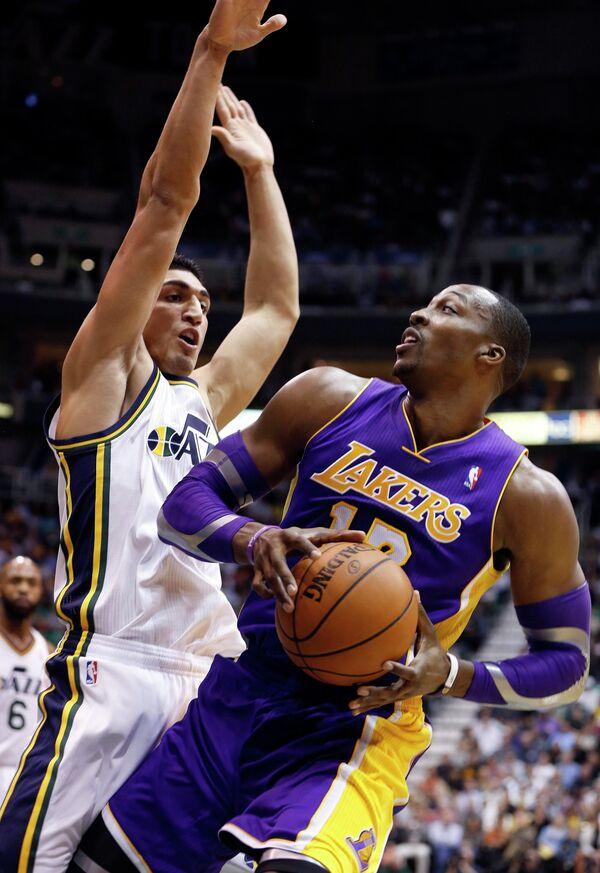 Игровой момент матча регулярного чемпионата НБА Юты Джаз - Лос-Анджелес Лейкерс