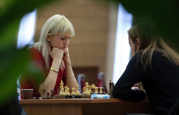 Украинская шахматиска Анна Ушенина и болгарская шахматистка Антуанета Стефанова (слева направо)