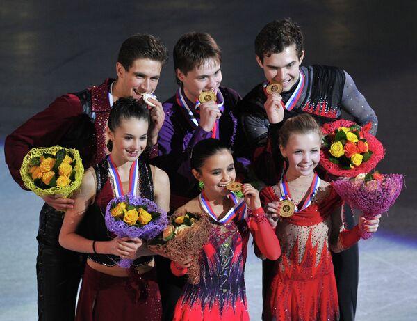 Василиса Даванкова и Андрей Депутат, Лина Федорова и Максим Мирошкин, Мария Вигалова и Егор Закроев (слева на право)