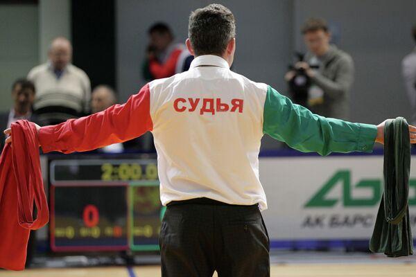 Судья на чемпионате и первенстве России по борьбе куреш