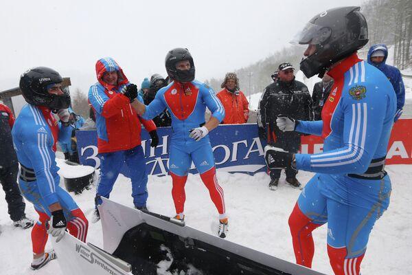 Экипаж российского бобслеиста Александра Зубкова