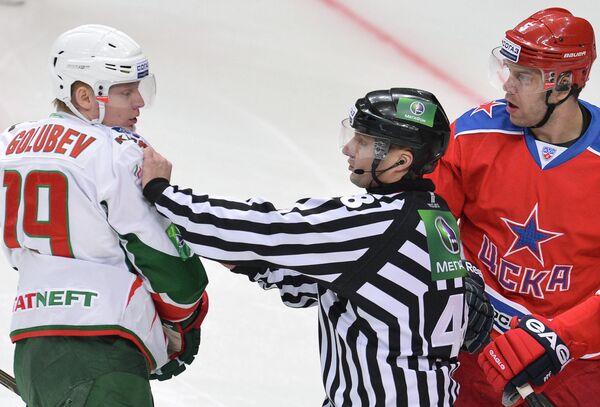Денис Голубев (слева)