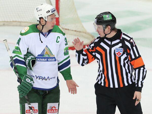 Виталий Прошкин (слева)