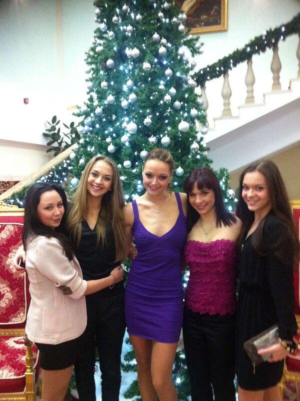 Слева направо: Елизавета Туктамышева, Виктория Синицина, Екатерина Пушкаш, Алена Леонова, Аделина Сотникова.