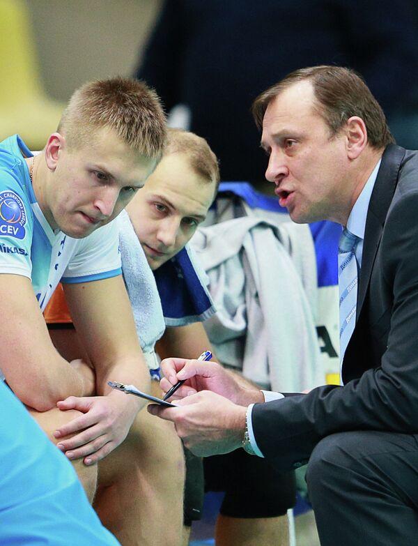 Главный тренер Динамо Юрий Чередник (справа)