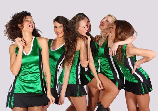 Участницы группы поддержки баскетбольного клуба Уникаха