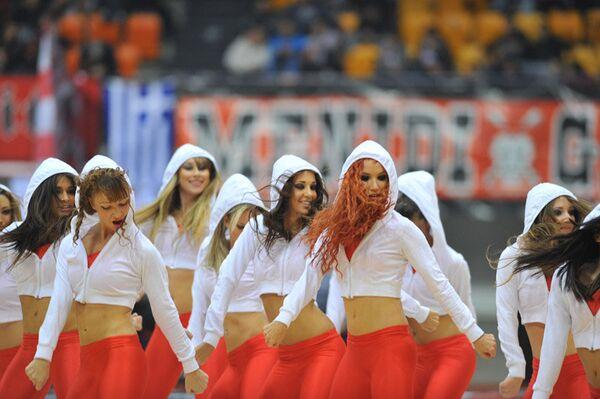 Участницы группы поддержки баскетбольного клуба Олимпиакос (Пирей)