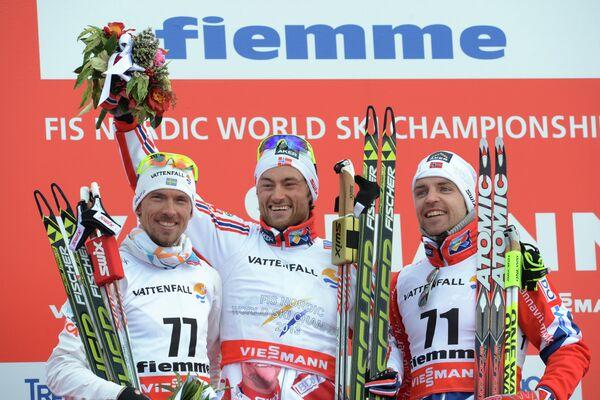 Йохан Ольссон (слева), норвежец Петтер Нортуг (золотая медаль), норвежец Торд Асле Гьердален