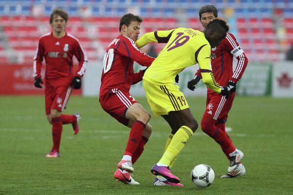 Игровой момент матча Мордовия - Анжи