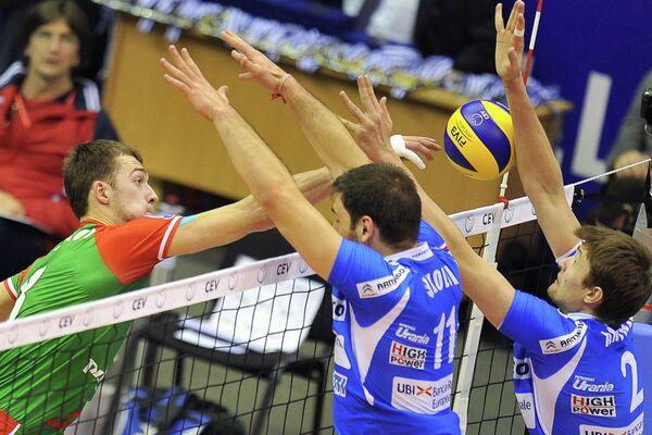 Игровой момент матча Локомотив (Новосибирск) - Кунео (Италия)