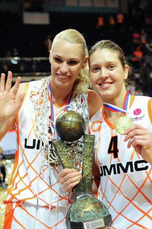 Мария Степанова (слева) и Ольга Артешина