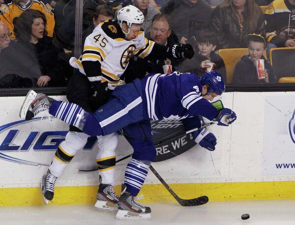 Игровой момент матча НХЛ Торонто - Бостон
