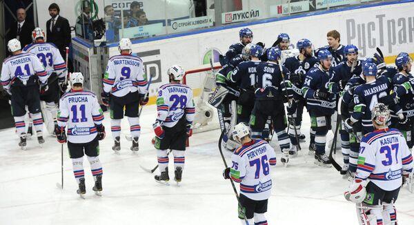 Хоккеисты Динамо (справа)