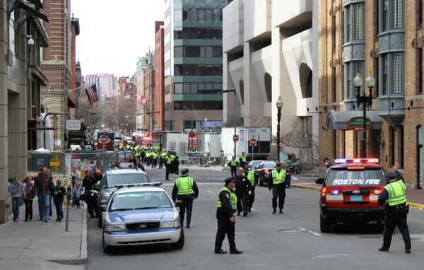 Сотрудники полиции работают в центре Бостона