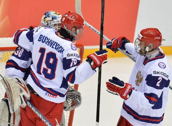 Игроки юниорской сборной России Никита Серебряков, Павел Бучневич и Рушан Рафиков (слева направо)