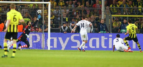 Игровой момент матча Боруссия - Реал