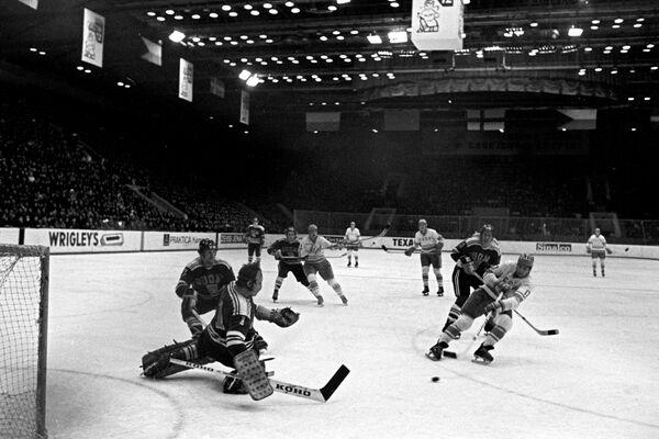 Игровой момент матча СССР - Финляндия