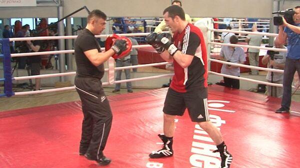 Настрой или тренировка: как Лебедев и Поветкин готовятся к защите титулов