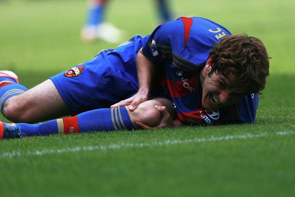 Защитник ЦСКА Марио Фернандес, получивший трамву колена в матче с Кубанью