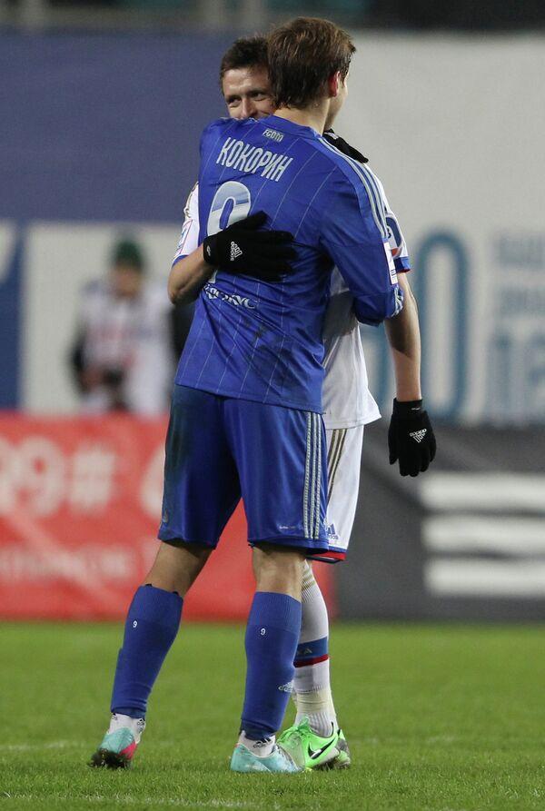 Нападающий Динамо Александр Кокорин и полузащитник ЦСКА Павел Мамаев