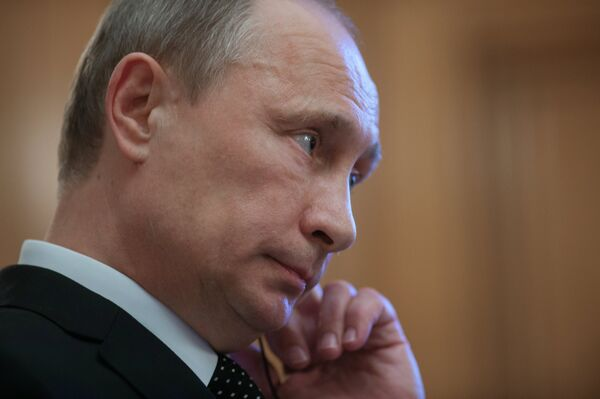 Президент России Владимир Путин во время подхода к прессе в резиденции главы правительства Великобритании