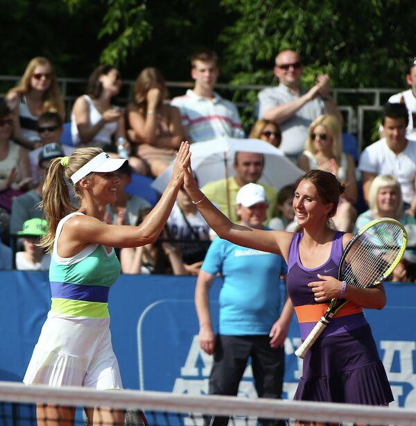 Теннисистки Елена Дементьева (слева) и Анастасия Мыскина.