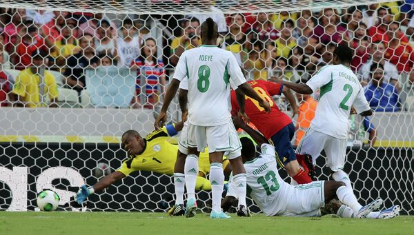 Игровой момент матча Испания - Нигерия