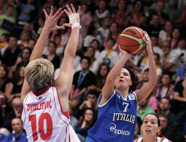 Игровой момент матча Черногория - Италия