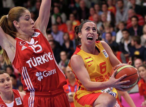 Игровой момент матча Испания - Турция