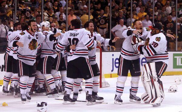 Хоккеисты Чикаго радуется победе в финале Кубка Стэнли