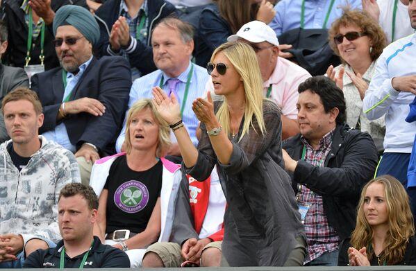 Мария Шарапова переживает за своего бойфренда Григора Димитрова во время матча второго круга Уимблдона
