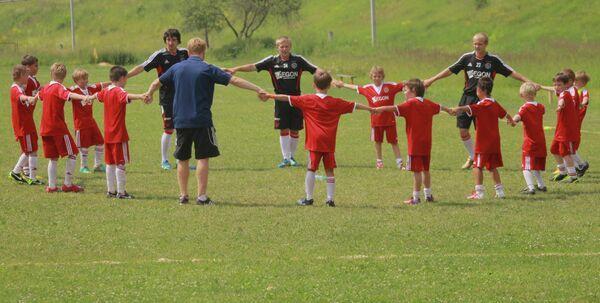 Тренировка на поле футбольного лагеря ФК Аякс