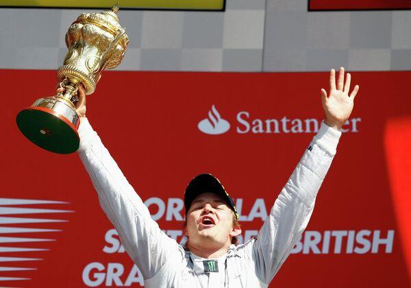 Победитель Гран-при Великобритании Нико Росберг