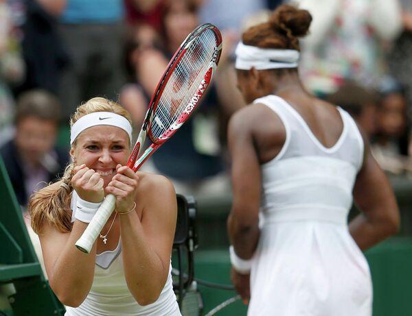 Немецкая теннисистка Сабина Лисицки после победы над первой ракеткой мира Сереной Уильямс в четвертом круге Уимблдона