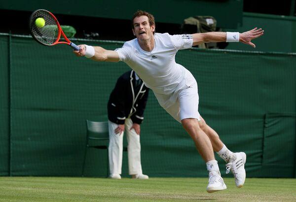 Британский теннисист Энди Маррей в четвертьфинальном матче Уимблдона