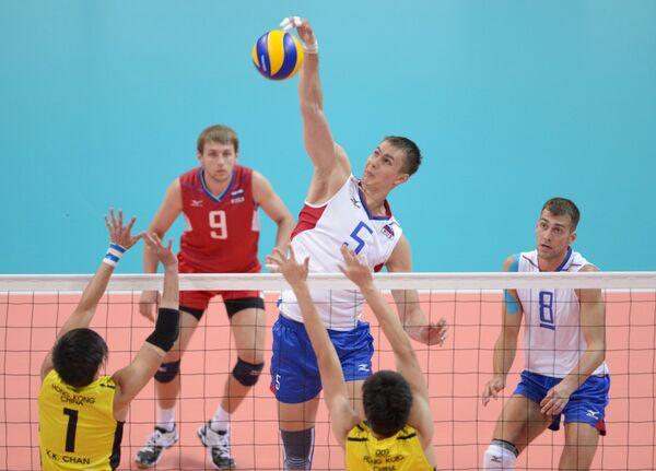 Игровой момент матча студенческих команд России и Гонконга по волейболу