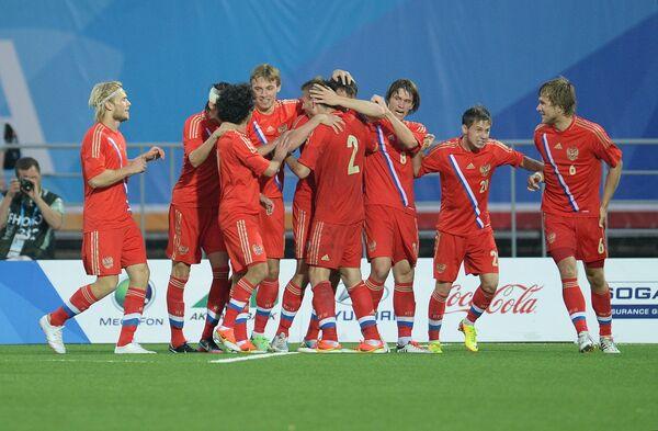 Игроки сборной России радуются забитому голу в ворота мексиканцев