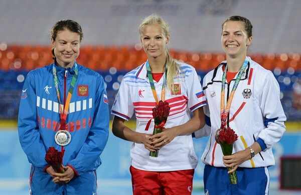 Призеры Универсиады Елена Соколова, Дарья Клишина и Мишель Вейтцль (слева направо)