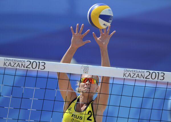 Игрок сборной России Светлана Попова в матче предварительного раунда женского турнира по пляжному волейболу