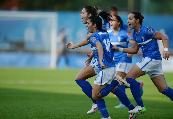 Футболистки студенческой сборной Бразилии